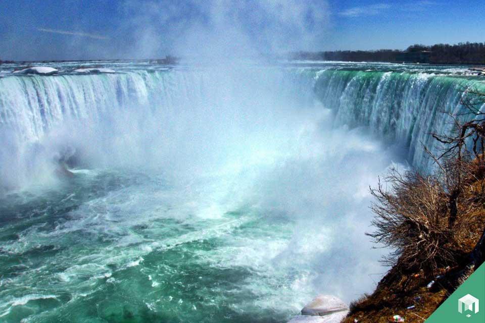 horseshooe_falls_canada_Travelsweek
